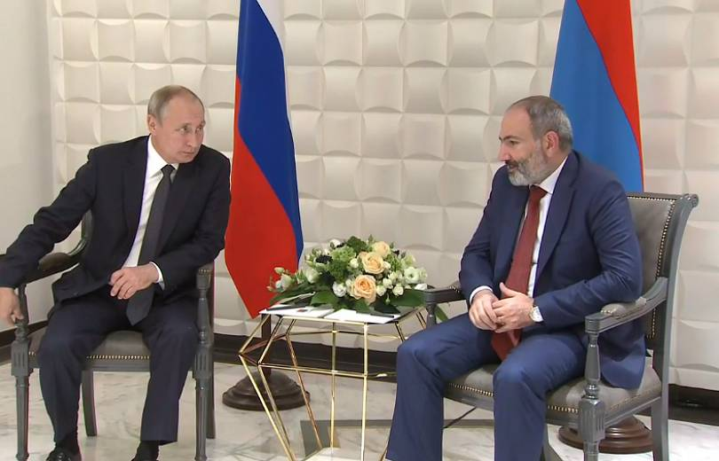 Pashinyan meets Putin