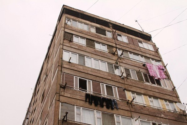 Արաբկիր վարչական շրջանում 27-ամյա աղջիկը բարձրահարկ շենքից իրեն ցած է նետել