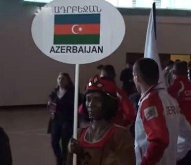 Ադրբեջանցիները զայրացել են, որ իրենց դրոշն ԱՖՐՈԱՄԵՐԻԿԱՑԻ ԱՂԶԻԿ է պահել Երևանում