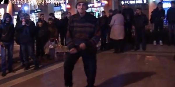 Հայ պապիկը Հյուսիսային պողոտայում Gangnam Style է պարում