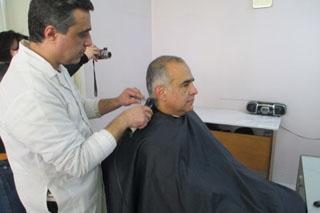 Քարոզարշավի ժամանակ Րաֆֆի Հովհաննիսյանը մազերը կտրեց պատահական վարսավիրանոցում