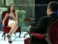 """""""Миссия невыполнима"""": премьер Сербии дал интервью голой телеведущей"""