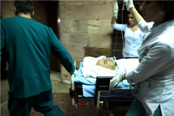 Տեսանյութ. Պարույր Հայրիկյանին տեղափոխում են հիվանդանոց