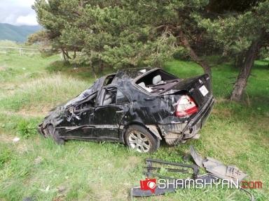 Ողբերգական ավտովթարից կինը մահացել է, ամուսինն ու երեխաները տեղափոխվել Սևանի բ/կ