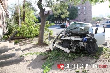 Փոսերի պատճառով հերթական խոշոր վթարը Երևանում