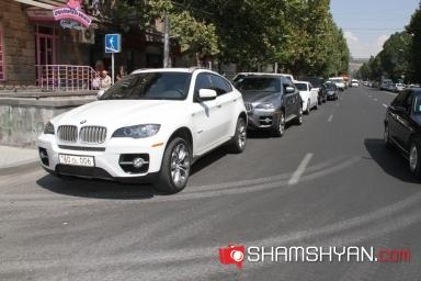 Փակ շուկայի մոտ կայանված` Սամվել Ալեքսանյանի մեքենաները տուգանվել են