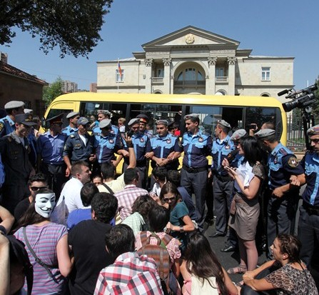 Այն, ինչ կատարվեց Բաղրամյան 26-ում բողոքի ակցիայի ժամանակ