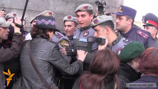 Բողոքի ակցիա ՌԴ դեսպանատան առջև. 3 մասնակից բերման է ենթարկվել