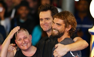 Jim Carrey gives some lucky pedestrians his official Dumb and Dumber haircut