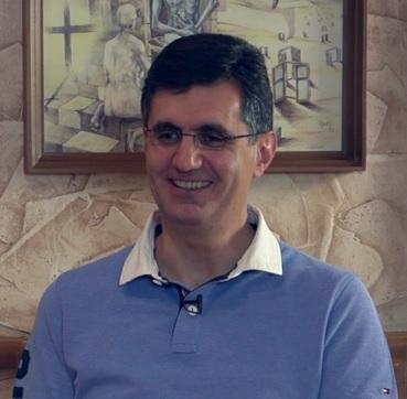Ռալֆ Յիրիկյանը՝ բակում գտած խաչքարի, թութակների, հնամաշ բաճկոնի և Հայաստանում իր ապագայի մասին
