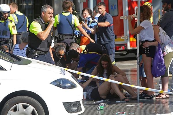 В центре Барселоны произошел теракт: есть погибшие, десятки ....