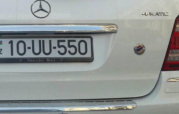Ադրբեջանական մեքենայի դրոշն իսկապես հայկական է. պարզաբանում ....