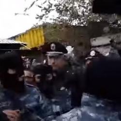 Տասնյակ ոստիկաններ՝ մեկի դեմ․ ակտիվիստին հաջողվեց փախչել